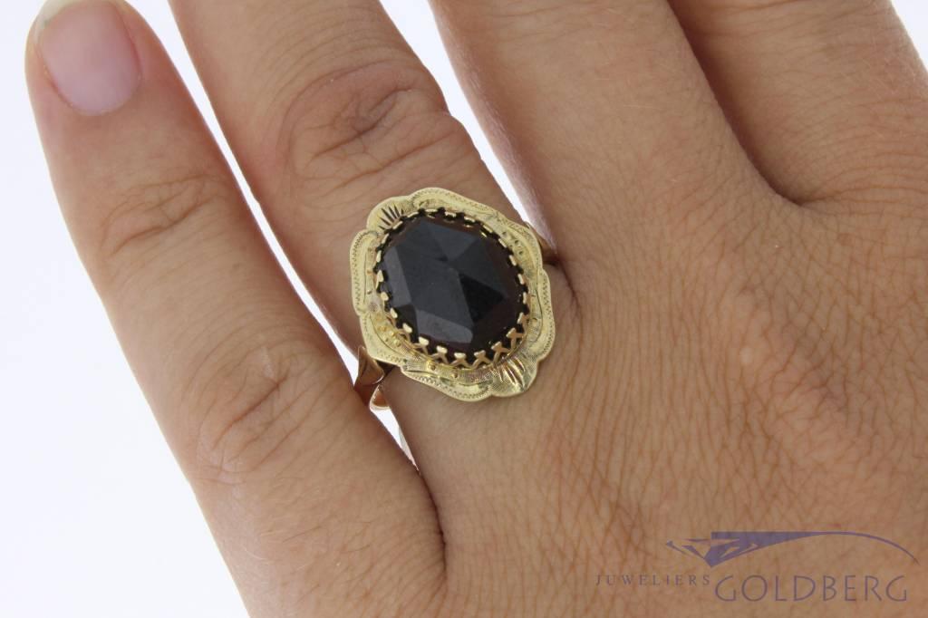 Vintage 14 carat gold edited ring with garnet