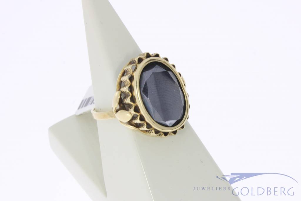 Vintage 14 carat gold ring with hematite