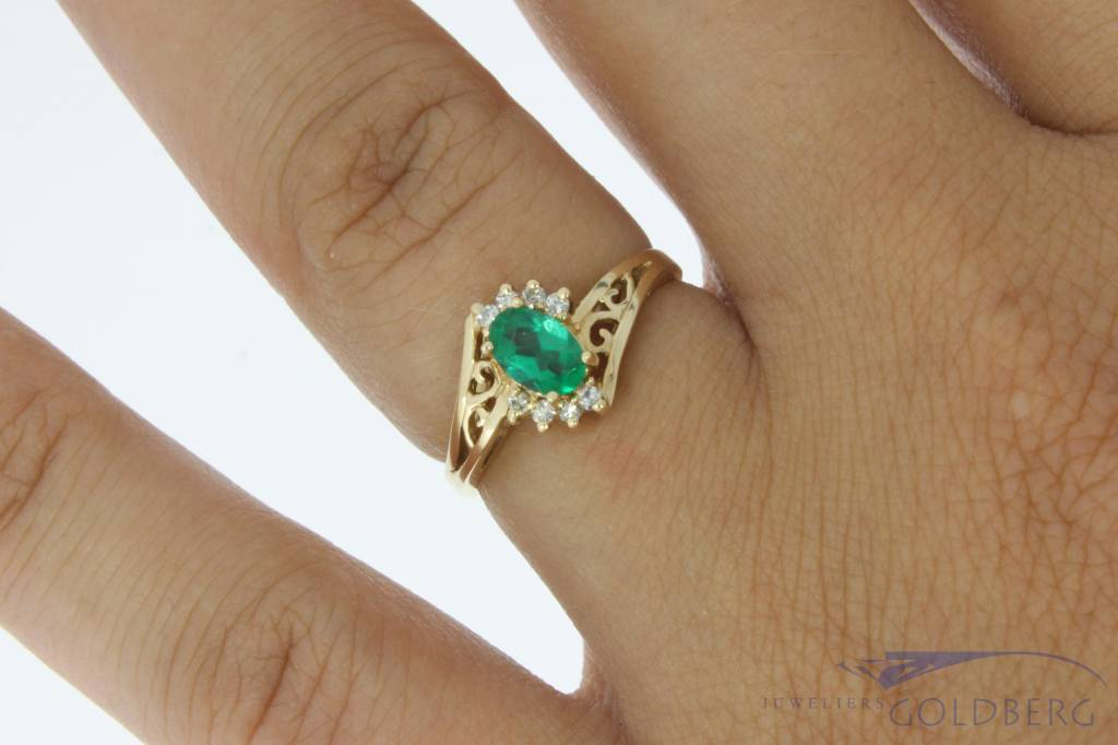 Vintage 14 carat gold rosette ring with synthetic emerald and approx. 0.08ct brilliant cut diamond
