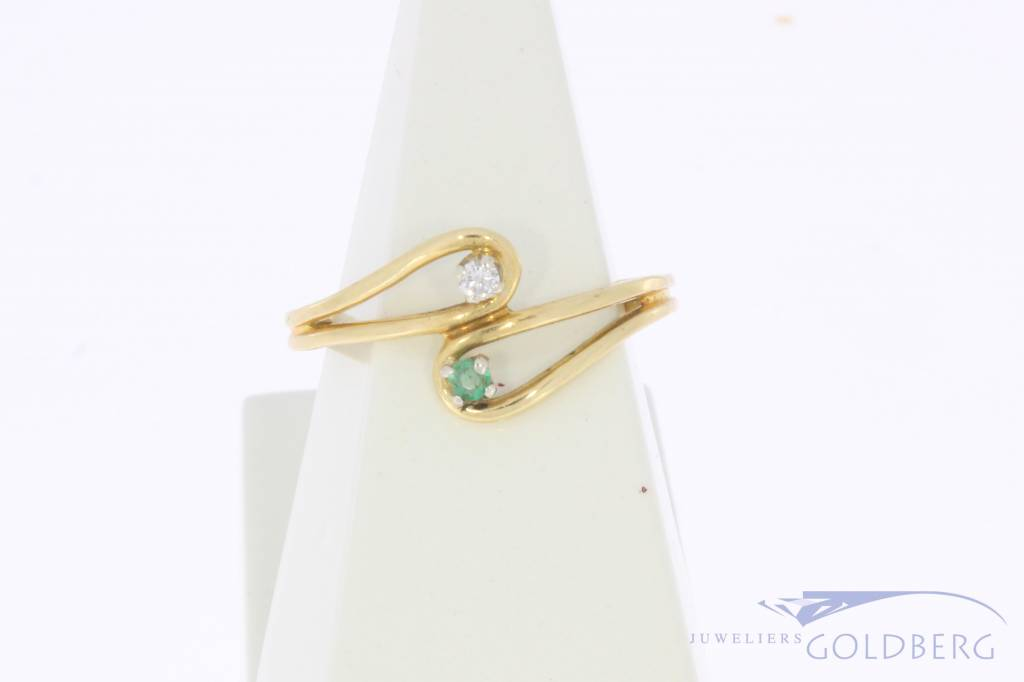 Vintage 18 carat gold ring with emerald and approx. 0.03ct brilliant cut diamond