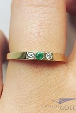 Vintage 14 carat gold alliance ring with emerald and approx. 0.05ct brilliant cut diamond