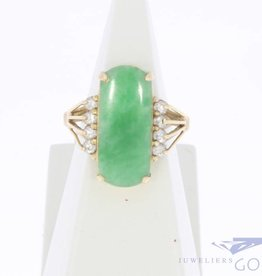 Vintage 18 carat gold ring with jade and zirconia