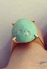 Robust vintage 18 carat gold ring with large turquoise