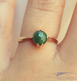 Vintage 18 carat gold solitaire ring with Chrysoprase