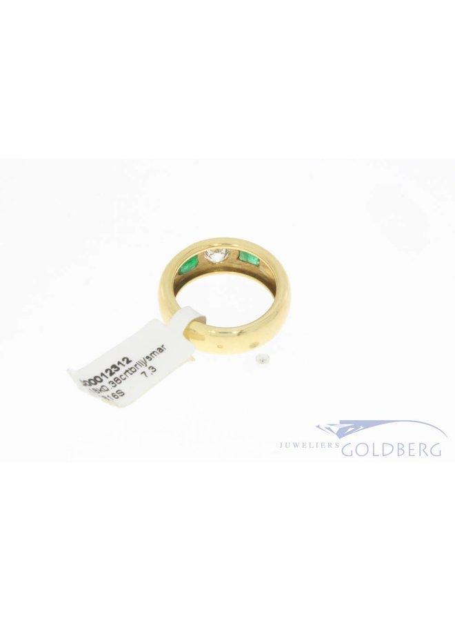 Robuuste 18k gouden ring met smaragd en ca. 0.38ct briljant geslepen diamant