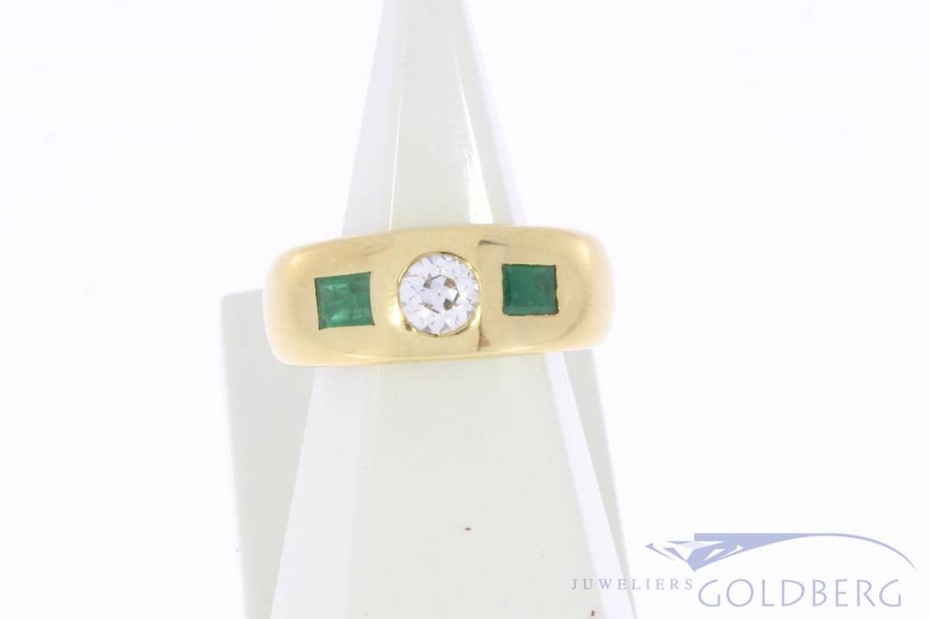 Robust 18 carat gold ring with emerald and approx. 0.38ct brilliant cut diamond