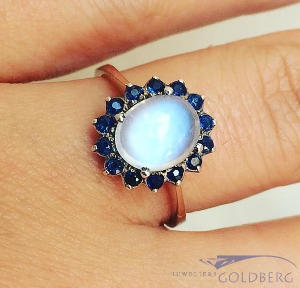 Vintage 14 carat gold rosette ring with moonstone and blue sapphire