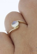 Vintage 14 carat gold ring with moonstone