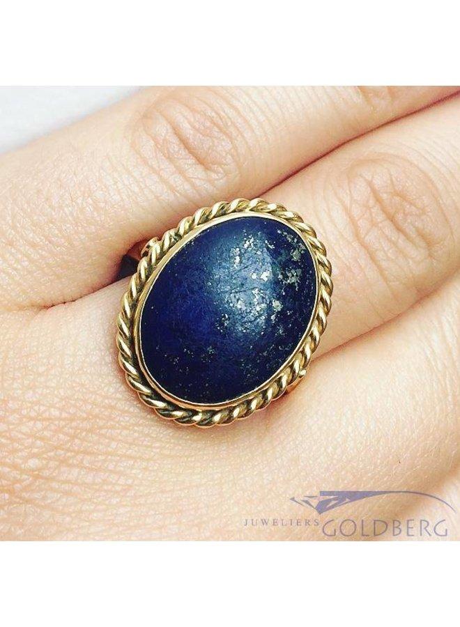 Vintage 18 carat gold ring with large Lapis Lazuli