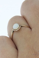 Vintage 14 carat gold ring with opal