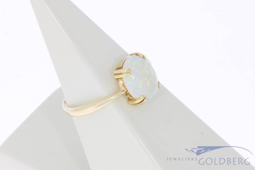 Vintage 14 carat gold ring with precious opal