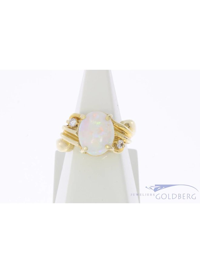 Vintage 14 carat gold ring with opal and approx. 0.10ct brilliant cut diamond