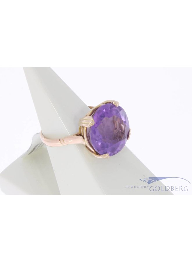 Vintage 18 carat gold ring with amethyst