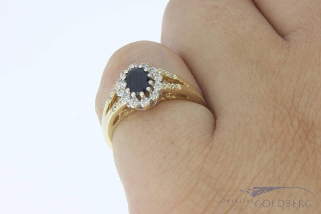 Vintage 14 carat gold rosette ring with blue sapphire and brilliant cut diamond