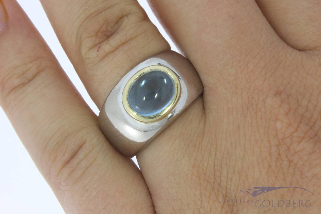Robust vintage 18 carat bicolor gold unisex ring with topaz