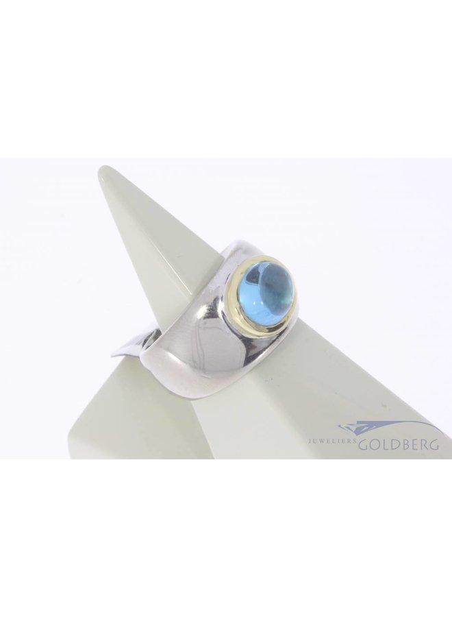 Robust vintage 18 carat bicolor gold unisex ring with topaz