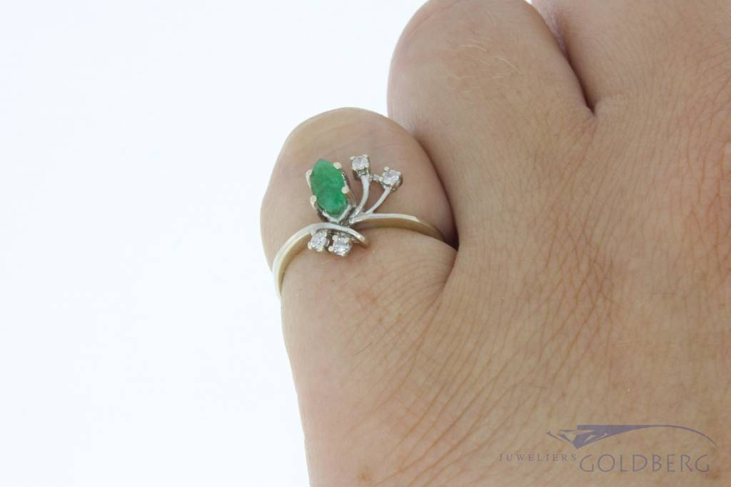 Vintage 18 carat white gold ring with emerald and diamond