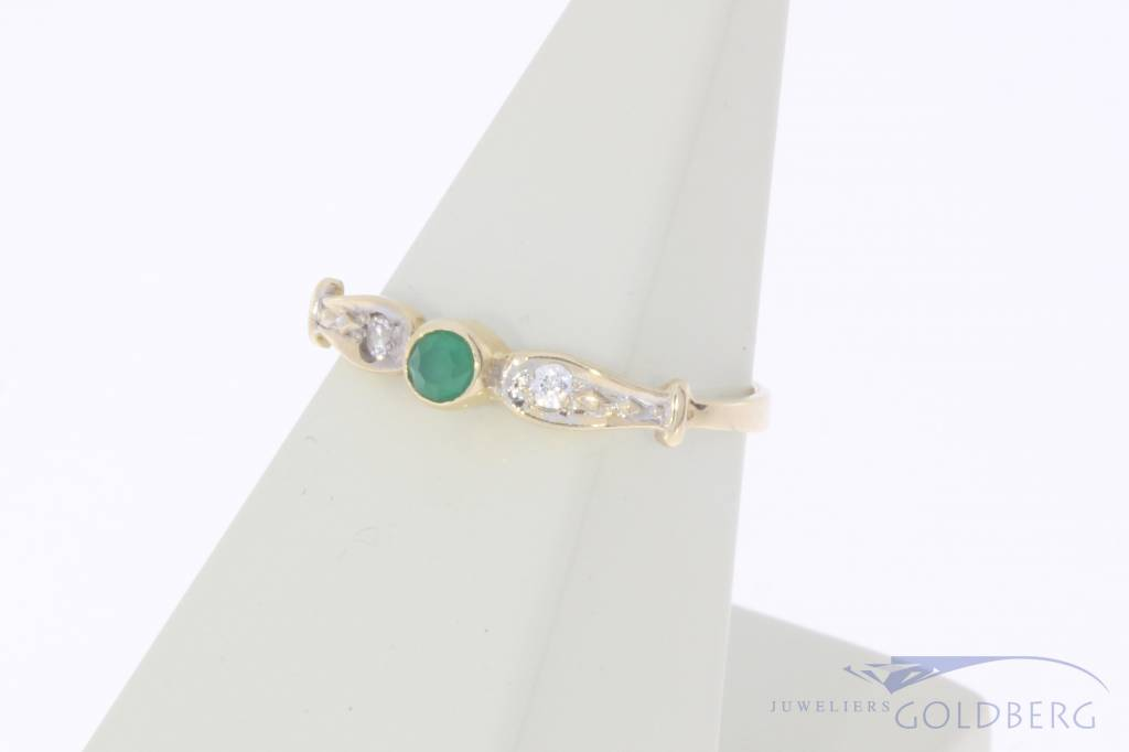 Vintage 14 carat gold ring with emerald and zirconia