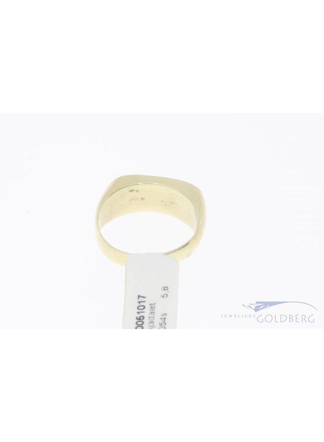 Robust vintage 14 carat gold unisex ring with jadeite