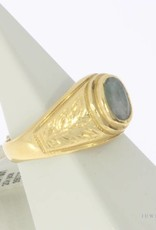 Robust vintage 20 carat gold ring with jade