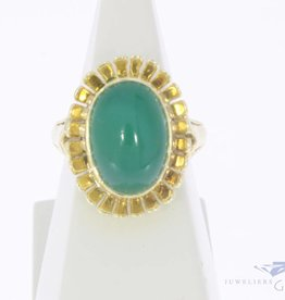 Vintage 14 carat gold flower-shaped ring with Chrysoprase
