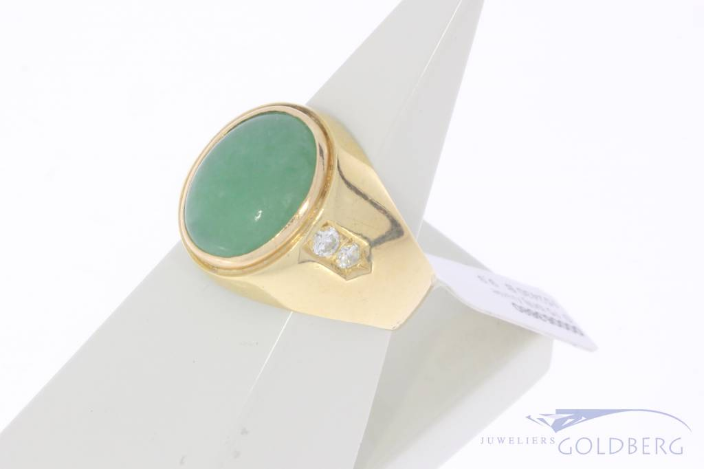Robust vintage 18 carat gold men's ring with jade and approx. 0.15ct brilliant cut diamond