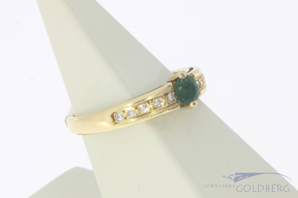 Vintage 18 carat gold ring with emerald and diamond