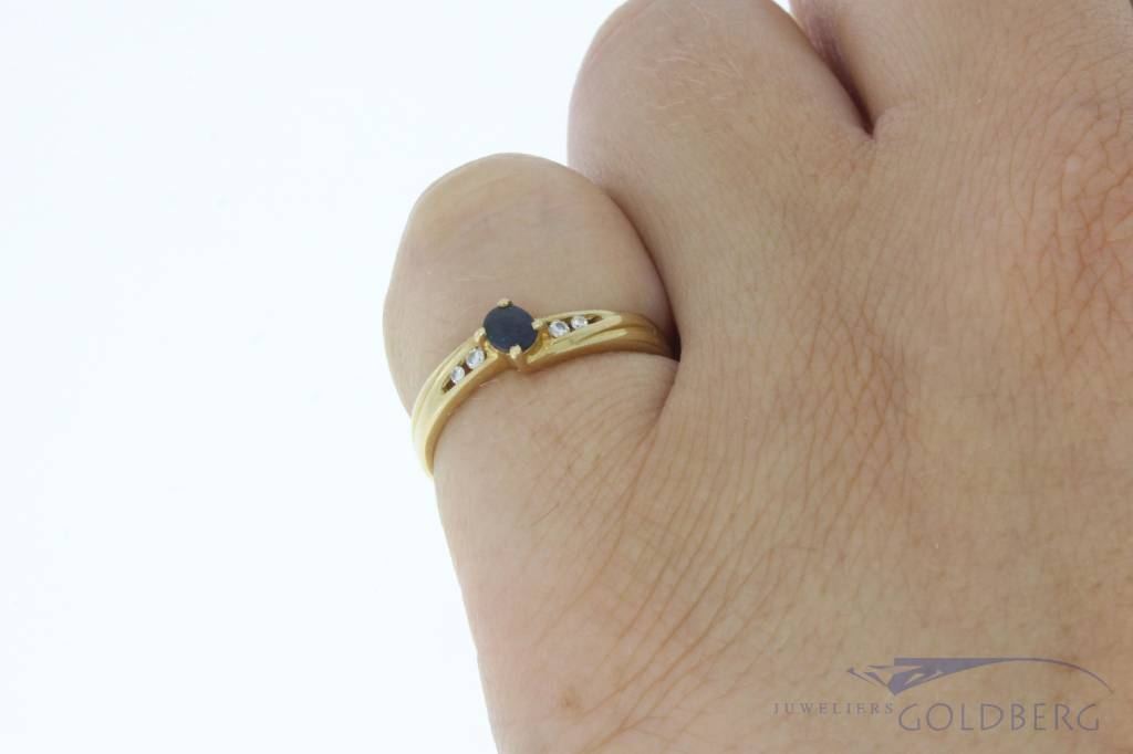 Vintage 14 carat gold ring with blue sapphire and brilliant cut diamond