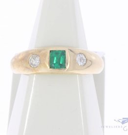 Vintage 14 carat gold unisex ring with synthetic emerald and approx. 0.20ct brilliant cut diamond