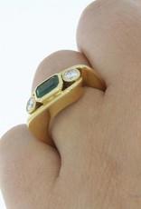 18k geelgouden ring met smaragd en ca. 0.40ct briljant geslepen diamant