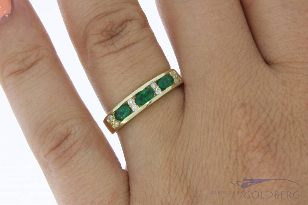 Vintage 14 carat gold alliance ring with emerald and approx. 0.06ct brilliant cut diamond