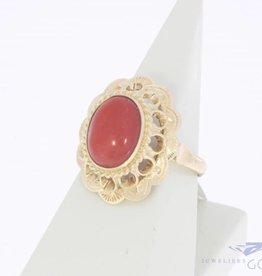 14k gouden vintage ring met bloedkoraal