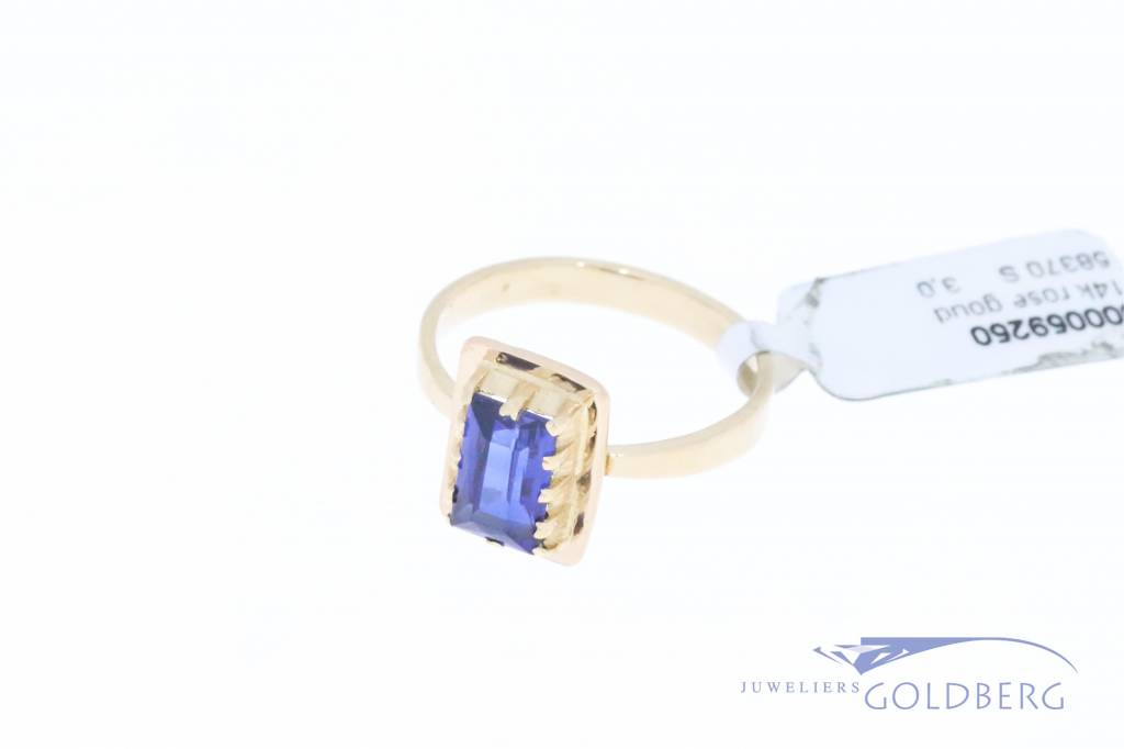 14k rose gold ring with synthetic saffire
