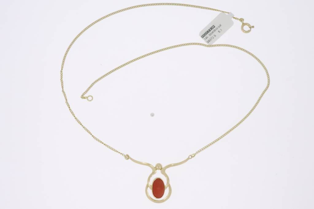 Vintage 14k gold choker with precious coral