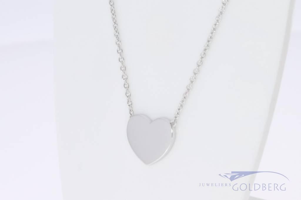 Klein zilveren graveer hartje aan ketting