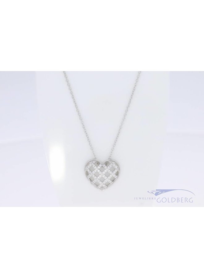 Kleine hartvormige hanger met zirconia aan ketting