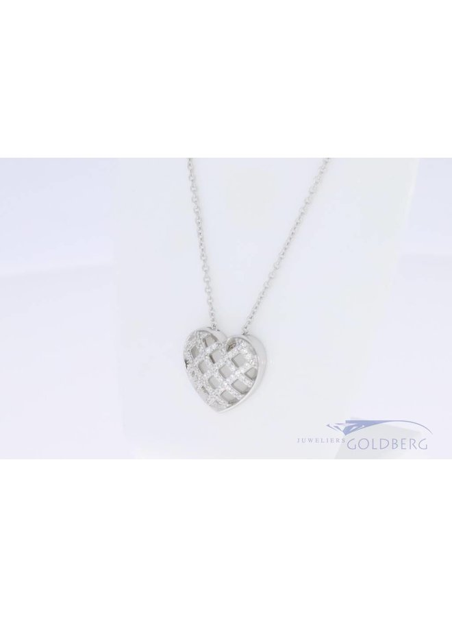 Small heart with zirconia on necklace