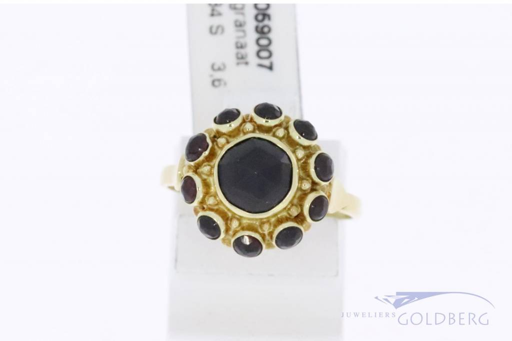 Vintage 14k gold rosette ring with garnet