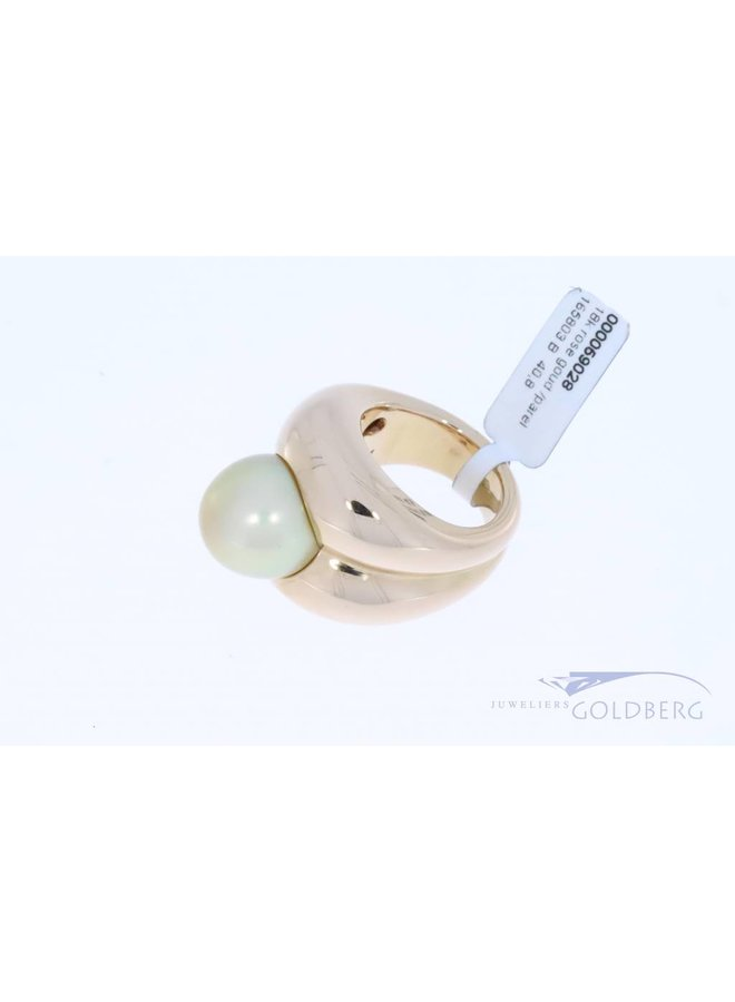 Very heavy rose gold ring with pearl