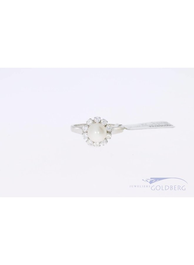 18k white gold rosette ring with 0.40ct in diamonds and 1 pearl