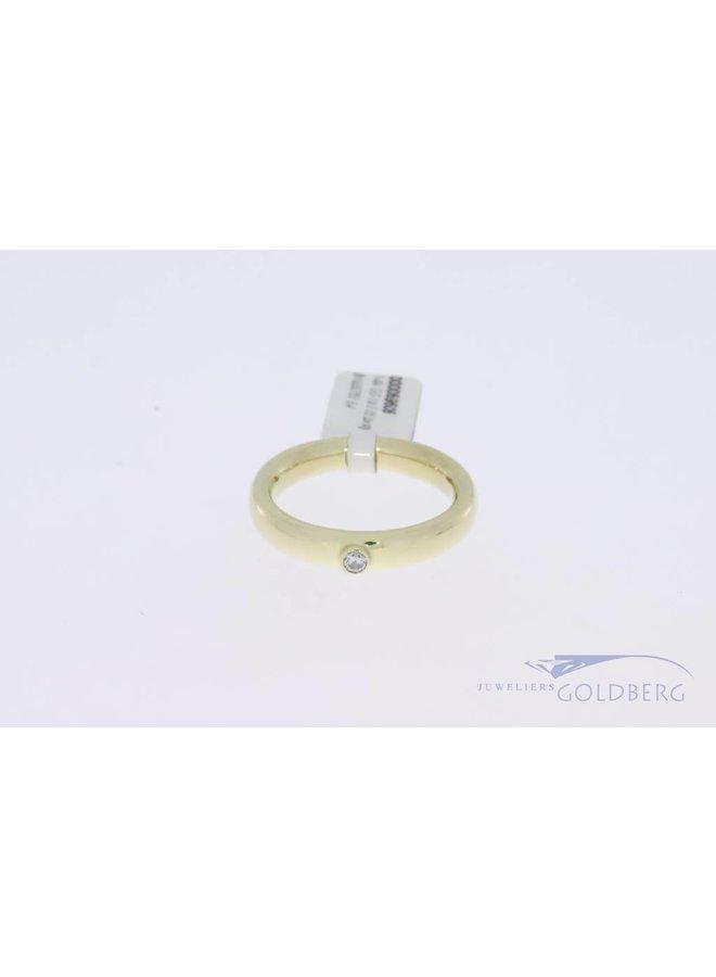 Heavy 14k gold ring with 0.05ct brilliant cut diamond