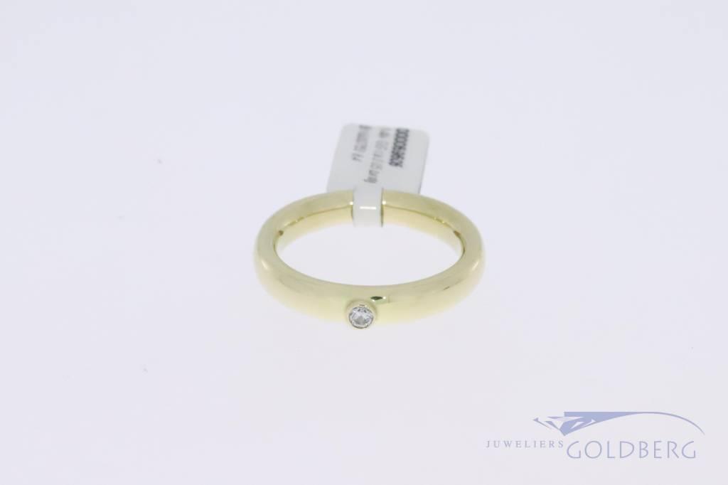Stevige 14k gouden vintage ring met 0.05ct briljant geslepen diamant