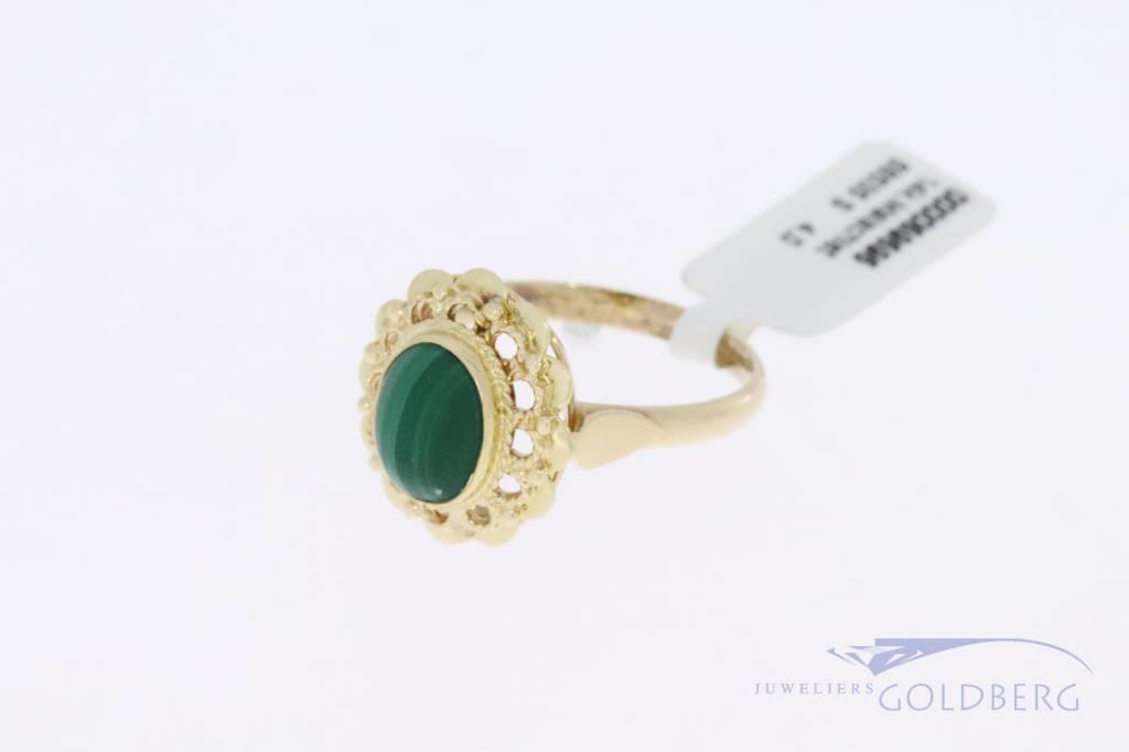 14k gouden bloemvormige vintage ring met malachiet