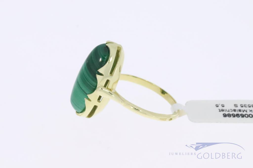 14k gold oval shaped vintage ring with malachite