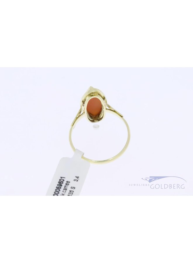 14k gold vintage oval shaped ring with precious coral