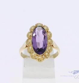 14 carat gold flower-shaped ring with amethyst