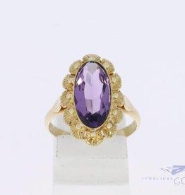 14k gouden bloemvormige ring met amethist