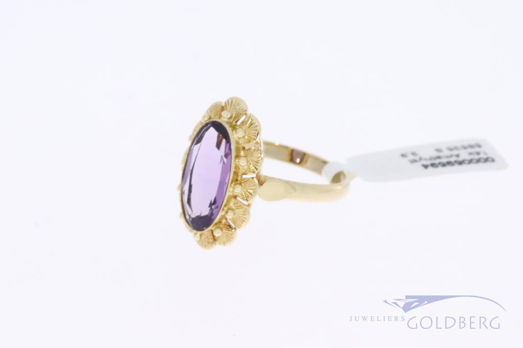 14 carat gold flower-shaped vintage ring with amethyst