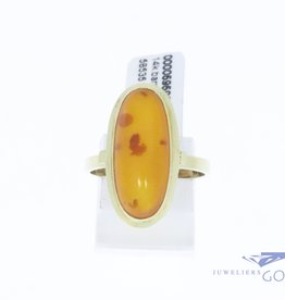 14k gold classic vintage ring with amber