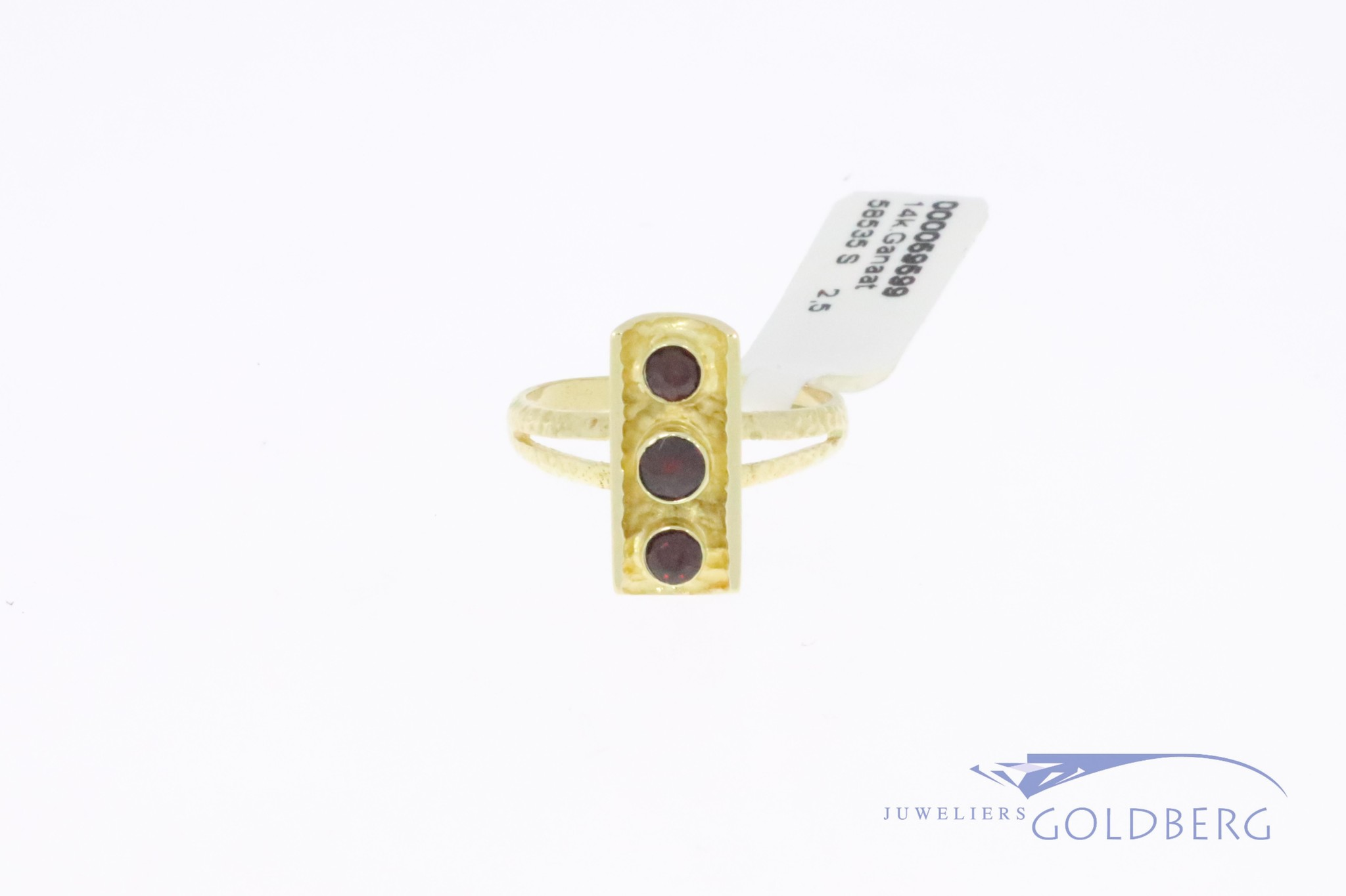 14k gouden vintage strakke design ring met 3 granaatjes